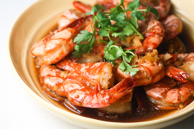 King prawns marinated & stir fried with garlic & wine sauce