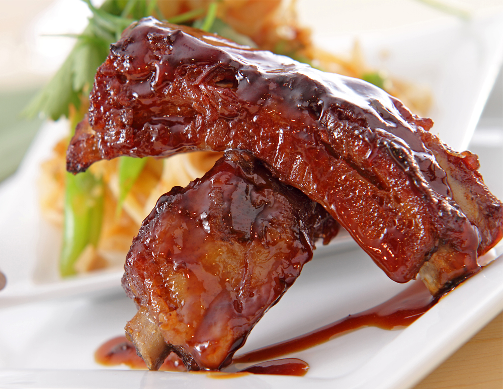 chinese spare ribs & seaweed with sweet & sour sauce